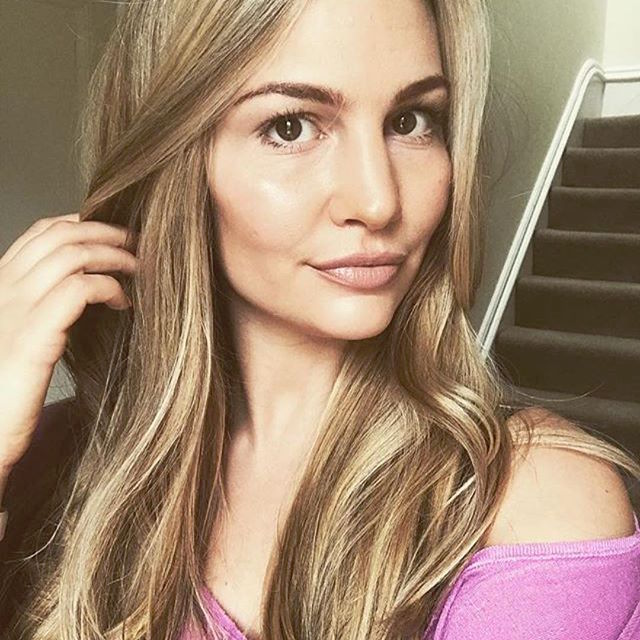 Anna Saccone for bareMinerals
