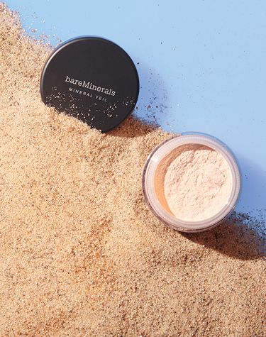 Mineral Veil Finishing Powder with SPF on the beach