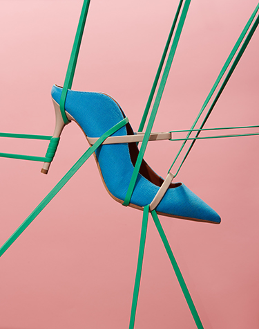 Stretching high heel with rubber bands